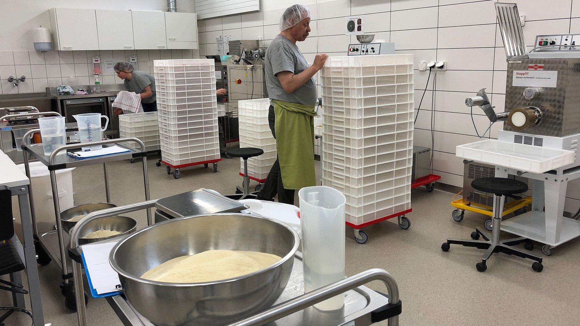 Einblick-in-die-Produktion-der-Stiftung-Töpferhaus